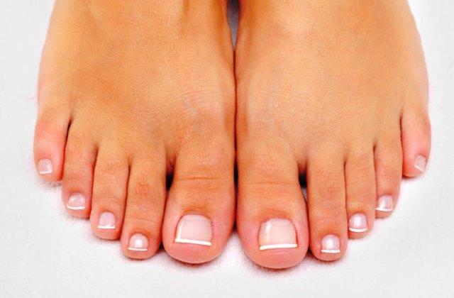 L'immagine mostra piedi sani e ben curati