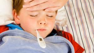 Vaccini, un bambino con la febbre