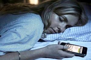 Smartphone, così ci isolano dal mondo