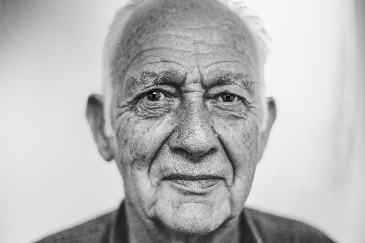 Anziani in Italia. A rischio depressione fasce svantaggiate over 85 soprattutto donne