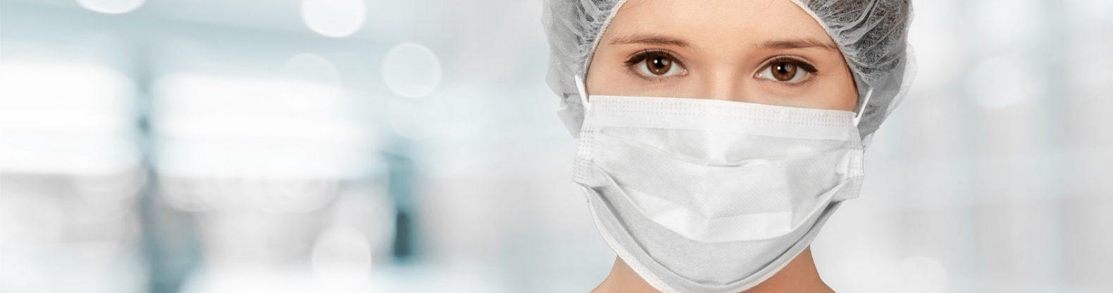 Contagio e lockdown, una dottoressa con la mascherina