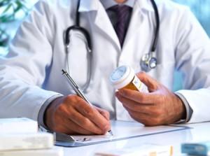 Prescrizioni, un medico di famiglia a lavoro