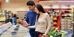 Fare la spesa leggendo l'etichetta. I consigli per scegliere prodotti sani.