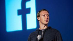 Una foto di Zuckerberg, creatore di Facebook che ora mette in campo anche l'intelligenza artificiale contro i suicidi