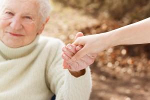 Over65: solo 3 su 100 curati a domicilio. La Babele di costi e servizi