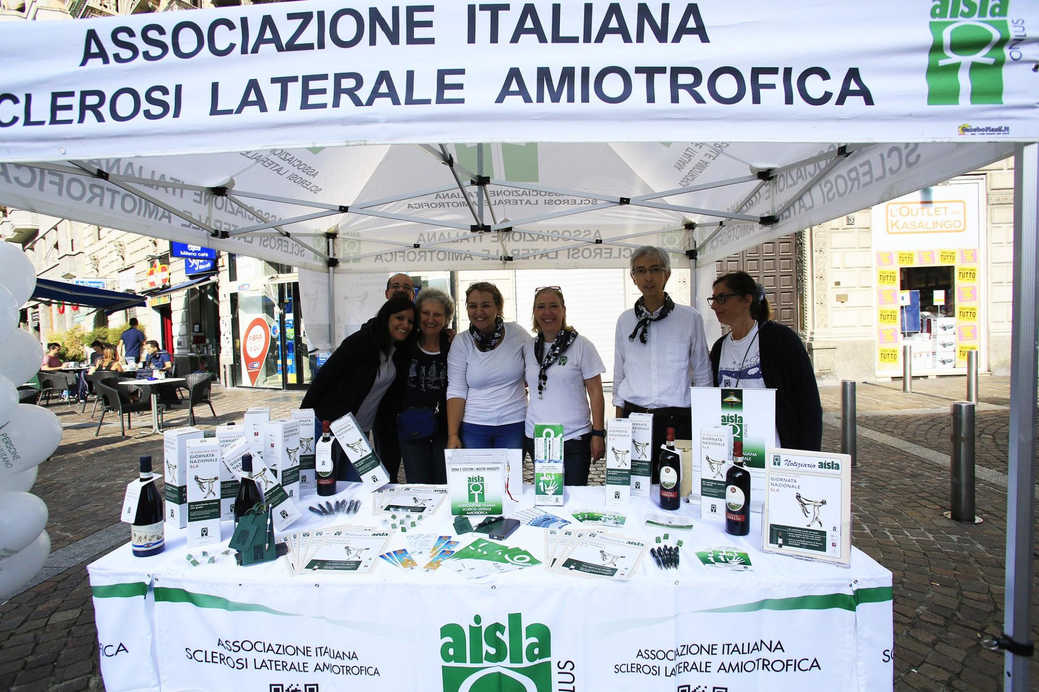 Sla, uno degli stand allestiti nelle piazze italiane