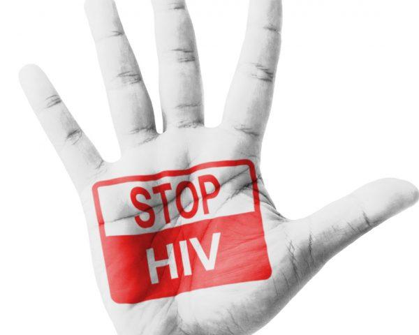 Hiv, una mano con la scritta stop hiv