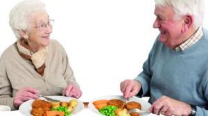 Over 70: al via progetto per prevenire e vincere cancro. gusto, due anziani a tavola