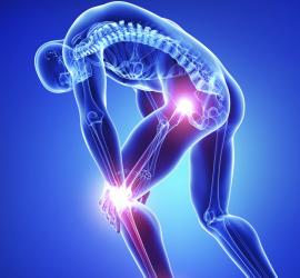 Protesi anca e ginocchio: si abbassa l'età dei pazienti. I rischi