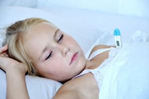 Pediatri, una bambina con la febbre
