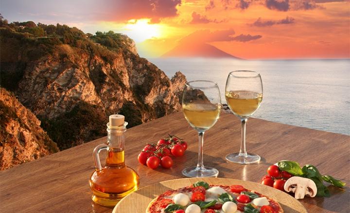 Ferie a luglio per 19 mln italiani. Italia, paese con cibo più sicuro
