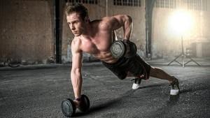 Testosterone, un uomo fa ginnastica