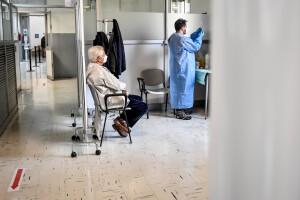 Medici di famiglia vaccinano la popolazione