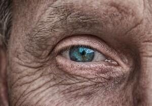 Geni di lunga vita, una donna anziana
